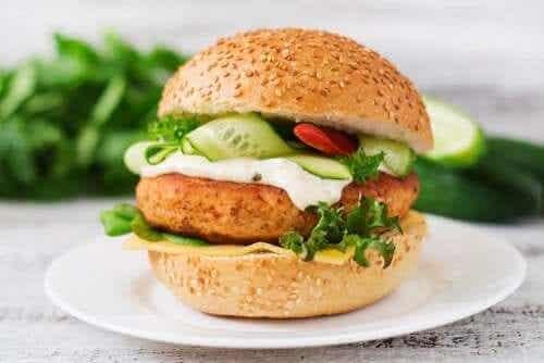 Prova denna kycklingburgare med mycket protein
