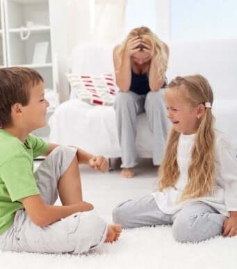 Lär dig att handskas med bråk mellan syskon