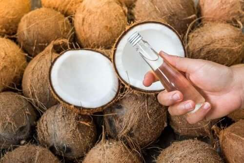 Olja från kokosvatten