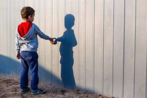 Vad du ska göra om ditt barn har en låtsaskompis