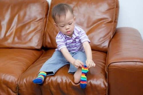 Pojke pillar med strumporna