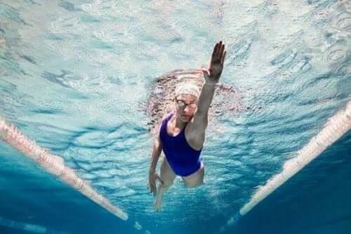 Fem överraskande psykologiska fördelar med simning