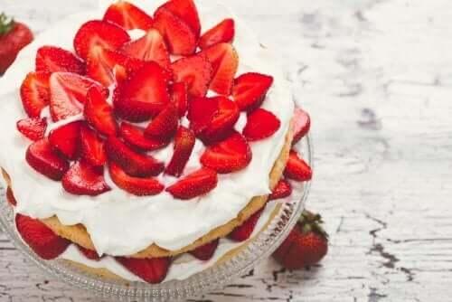 Recept på sockerfri jordgubbstårta