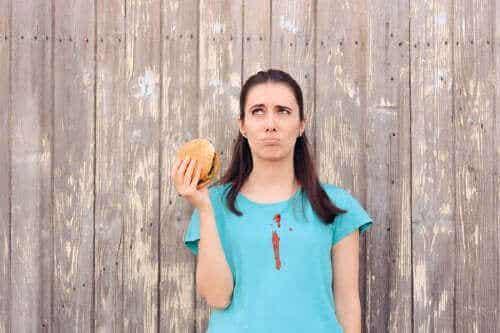 Lär dig att ta bort ketchupfläckar från kläder