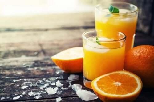 Apelsiner och apelsinjuice