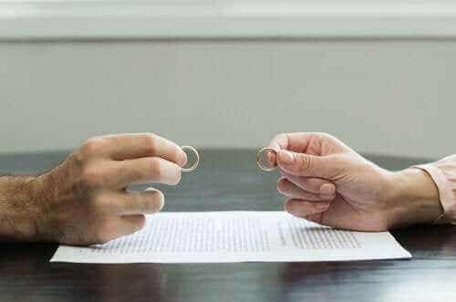 7 tips för att komma över en traumatisk skilsmässa