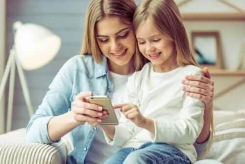 7 för- och nackdelar med att barn använder smartphones