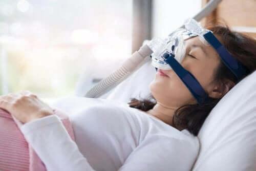 Symptom och behandlingar för sömnapné