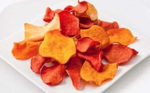 Hur man gör chips av äggplanta och andra grönsaker