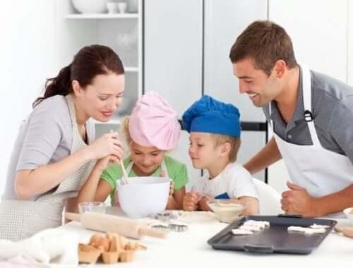 Familj bakar tillsammans
