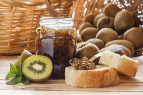 Hemgjord marmelad med kiwi