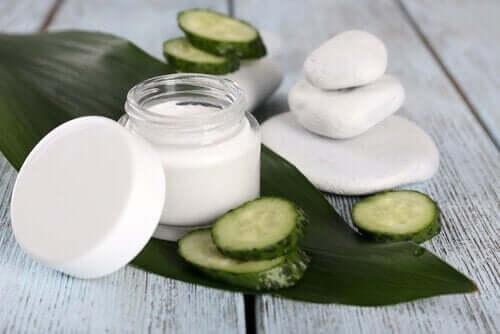 huskurer för att behandla kontaktallergi: gurkkräm