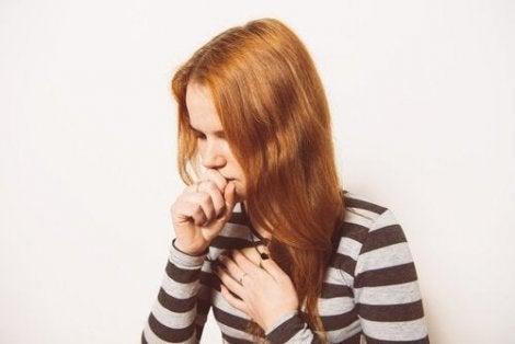 Kvinna med hosta