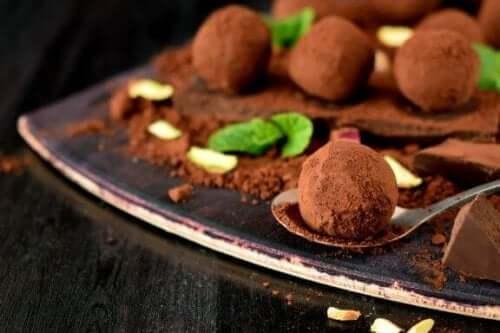 Ett hemgjort recept på utsökt chokladtryffel
