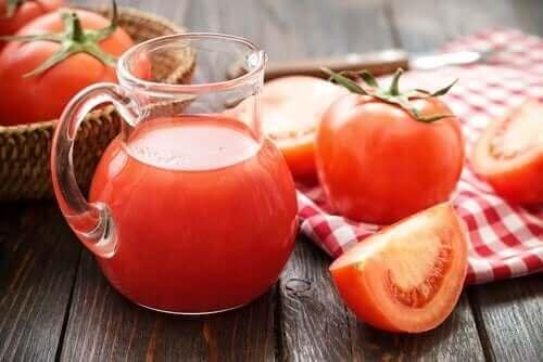 Tomatjuice för att behandla järnbristanemi