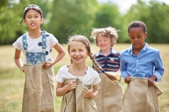 Varför är det viktigt att leka utomhus