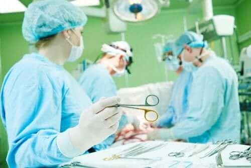Komplikationer och återhämtning från en sternotomi