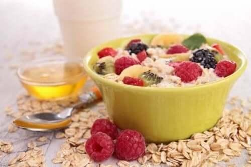5 sätt att sänka kolesterolet med sin frukost