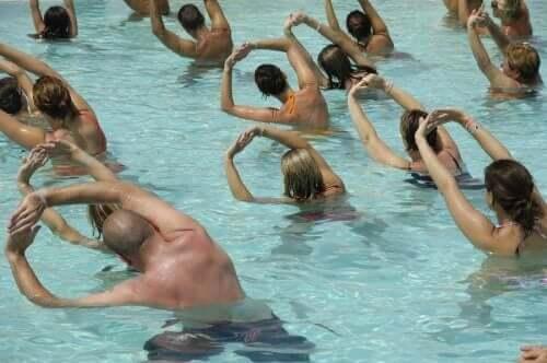Att träna i vatten under graviditeten