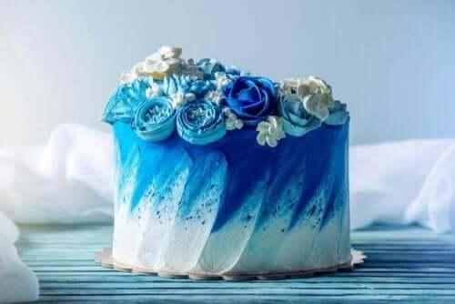 Blå bröllopstårta
