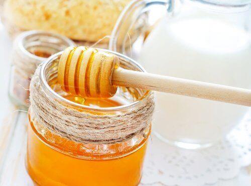 Bota munsår med huskurer på honung