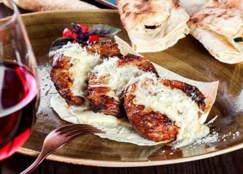 Kalvstek med parmesan är lätt att tillaga