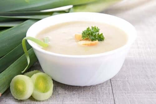 Krämig grönsakssoppa med svamp, purjo och ingefära