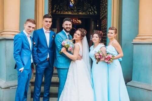 Nygifta utanför kyrkan