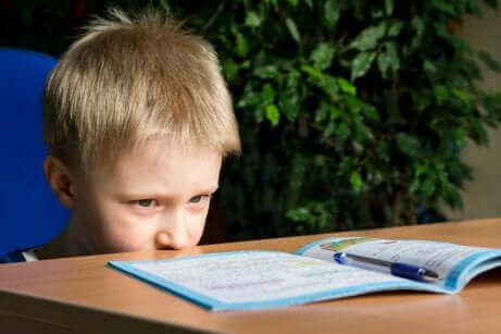 Ofokuserad pojke
