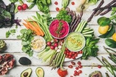 Fördelarna och riskerna med raw food-kosten