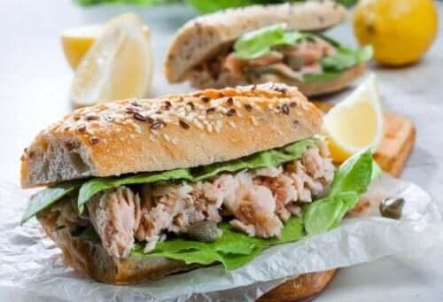 Smörgåsar med tonfisk
