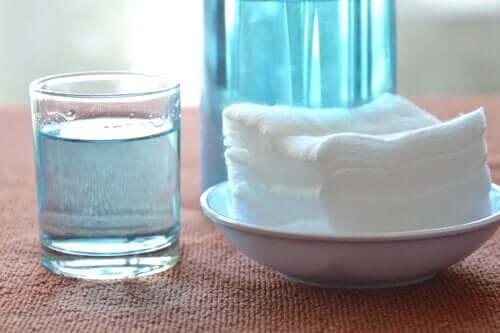 Väteperoxid och bikarbonat för att rengöra ugnsplåtar