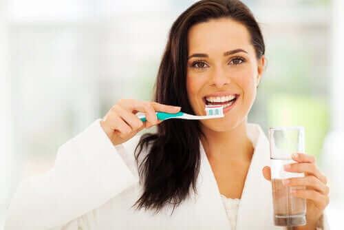 Borsta tänderna varje dag