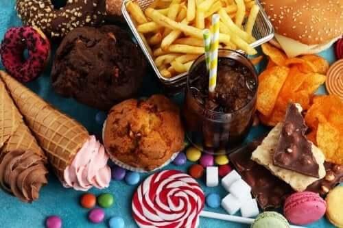 Socker orsakar karies och hål i tänderna