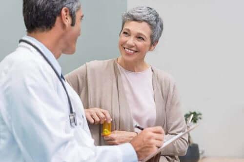 Kvinna hos läkaren