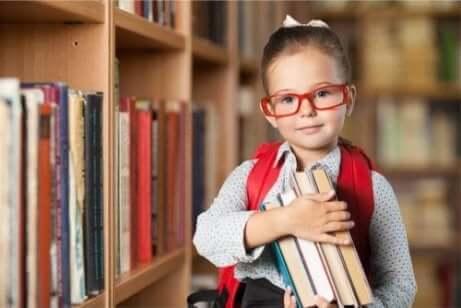 Flicka i biblioteket