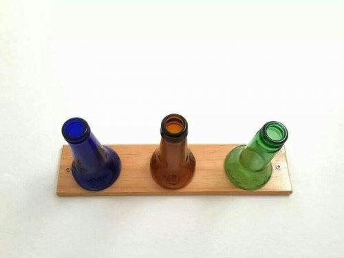 Gor en egen kladhangare med flaskor