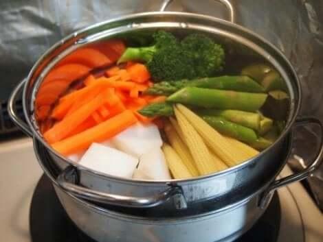 Grönsaker i kastrull