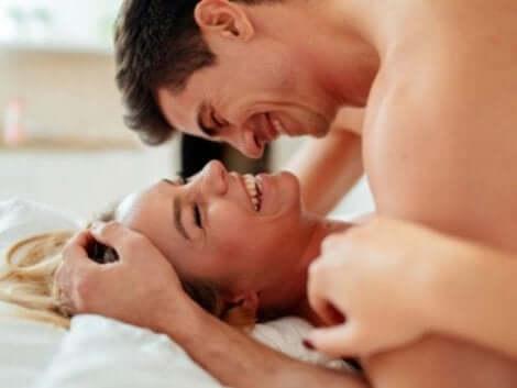 Man och kvinna i sängen