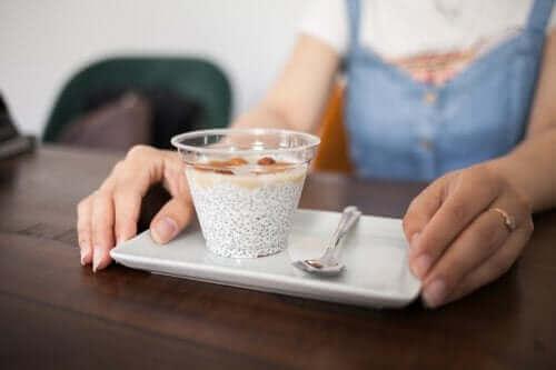 Sex nyttiga mellanmål du kan ta med till jobbet