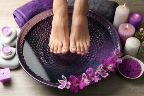 Temperaturbehandling för svidande fötter