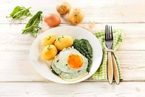 Ägg med potatis