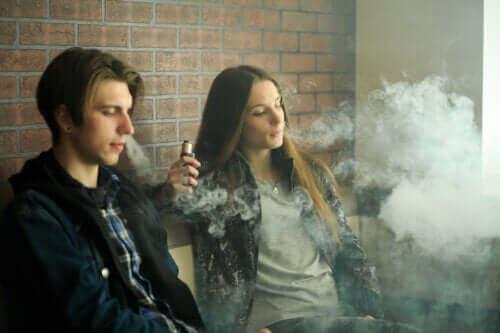 Är elektroniska cigaretter säkra? Vilka är riskerna?