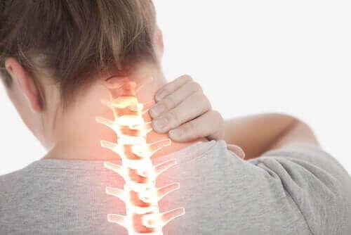 Symptom på och behandling av nackspärr