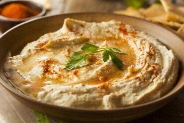 Prova detta enkla recept på hummus med paprikapulver