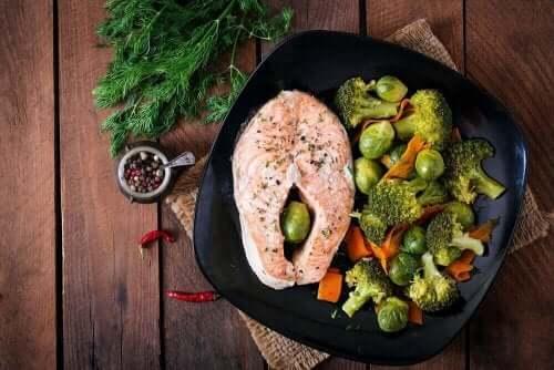 Lax med grönsaker