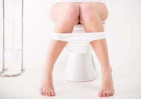 Urinerande kvinna