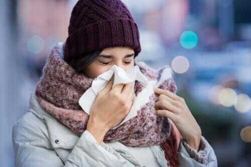 Varför man blir förkyld och vilka symptomen är