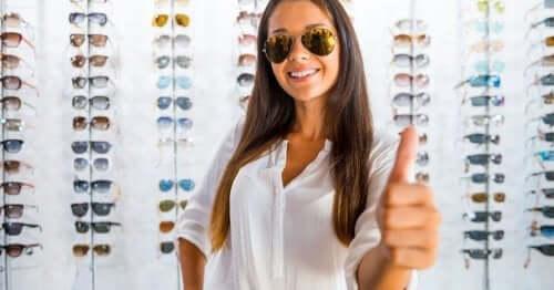 Hur vet man om solglasögon är bra eller inte?