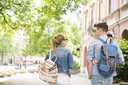 Kopplingen mellan skolryggsäckar och ryggsmärta